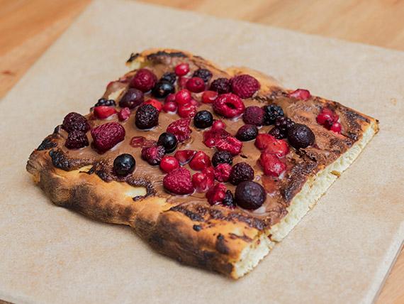 Pizza con Nutella y frutos rojos