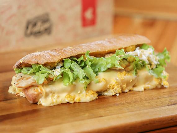 Combo - Bocatta caliente de pollo + papas fritas rústicas