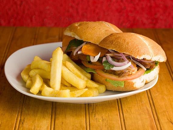 Sándwich de chicharrón de chancho