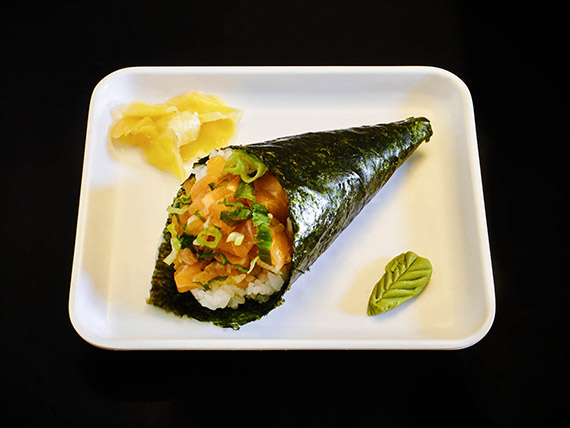 Temaki salmão cebolinha