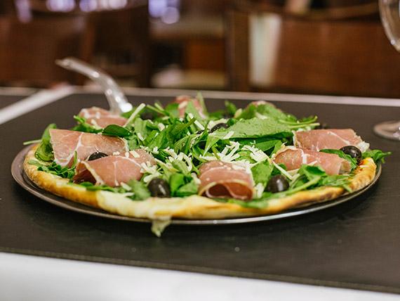 Pizza con rúcula y jamón crudo grande