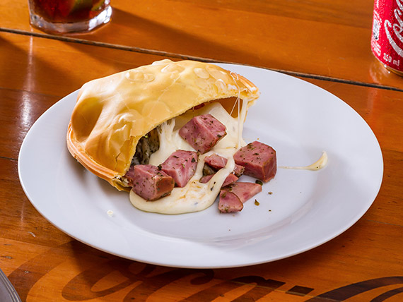 05 - Pastel calabresa, queijo e orégano