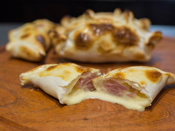 Empanada de jamón y queso roquefort