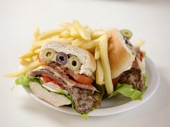 Chivito canadiense
