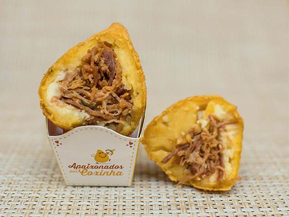 Coxinha gourmet carne seca com massa de abóbora (1 unidade)