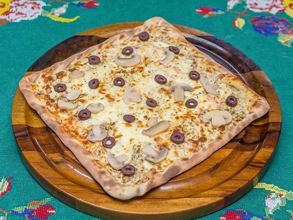 Pizza frango com requeijão tipo catupiry