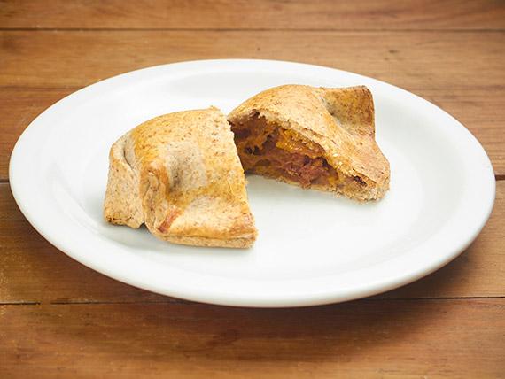 61 - Empanada integral de abóbora com charque