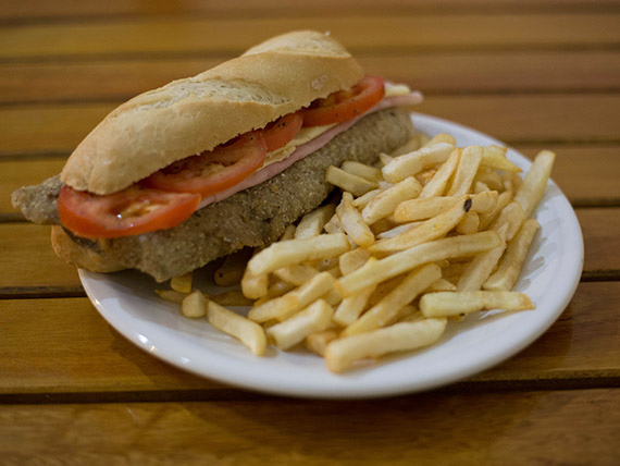 Promo 3 - Sandwich de milanesa completo + papas fritas + gaseosa