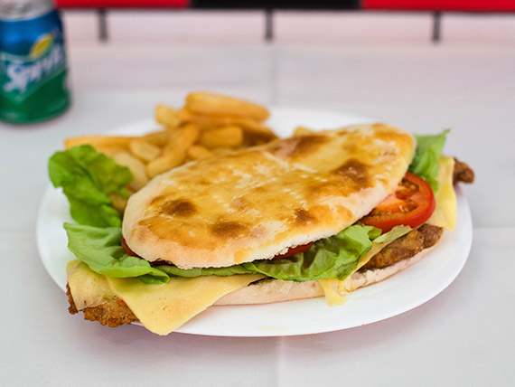Promo - Sándwich de milanesa completo + papas fritas + Coca Cola 220 ml