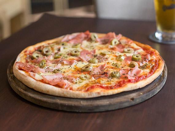 Pizzeta con jamón de cerdo natural y morrones