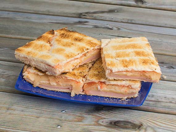Sándwich carlitos agridulce