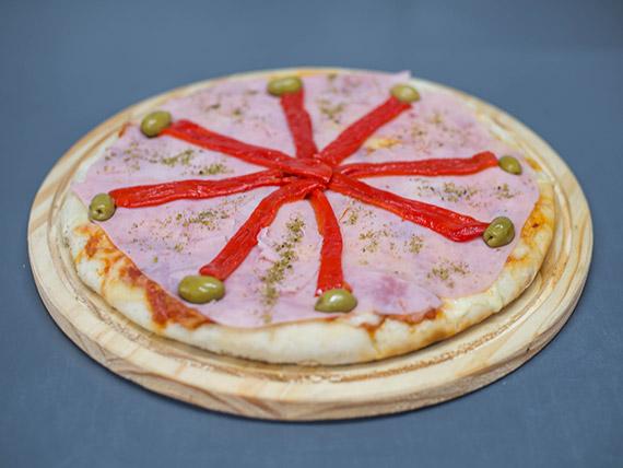 Pizza con jamón y pimientos