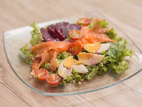 Ensalada fresca de salmón