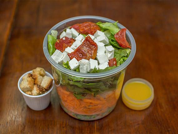Salada de frango com macarrão integral (282 kcal)