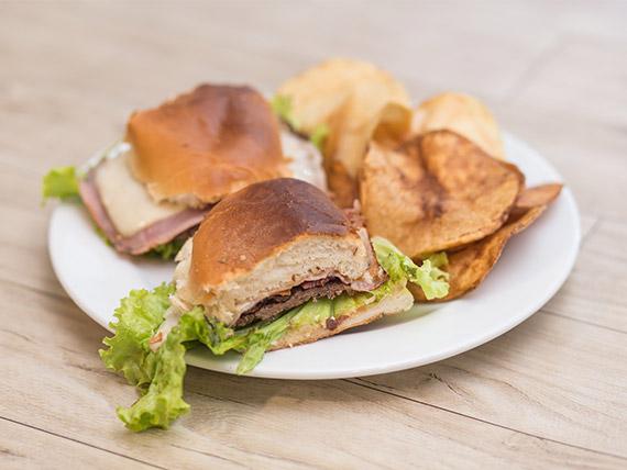 Chivito al pan de lomo Carlos Gardel