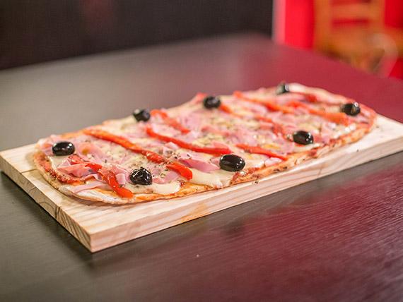 Pizza jamón y morrón
