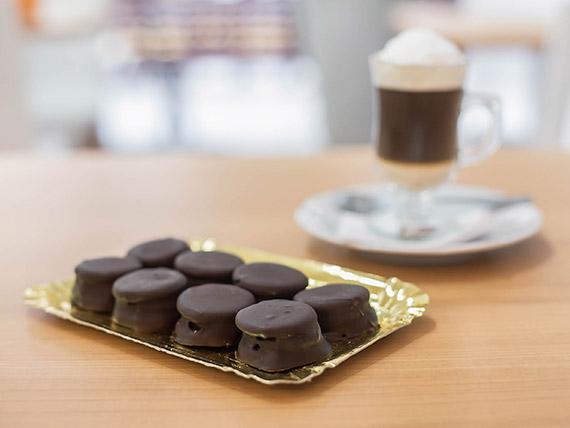 Bandejita alfajor de chocolate con dulce de leche