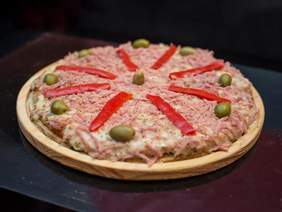 Pizza con jamón especial