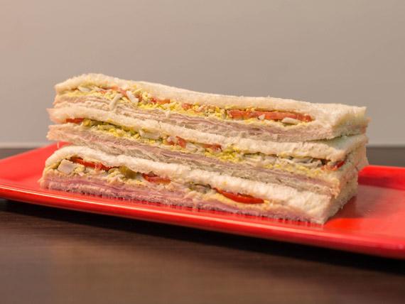 Sándwich de jamón y verdura