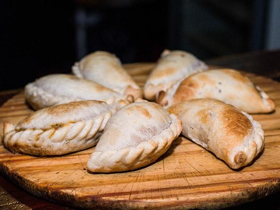 Empanada tradicional de pollo
