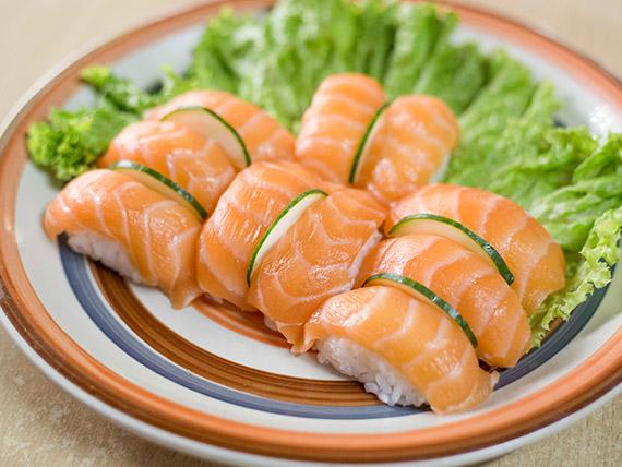 Niguiri de salmón rosado