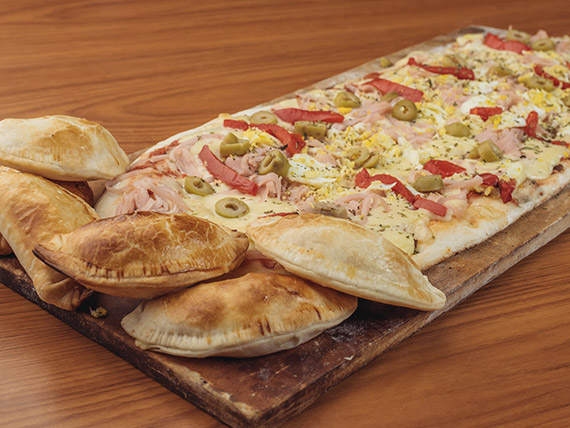 Promo 2 - Pizza especial (12 porciones) + 6 empanadas