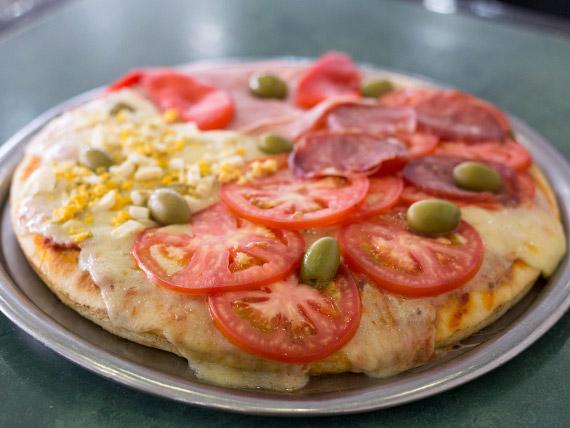 Pizza 4 estaciones (grande, amasado artesanal)