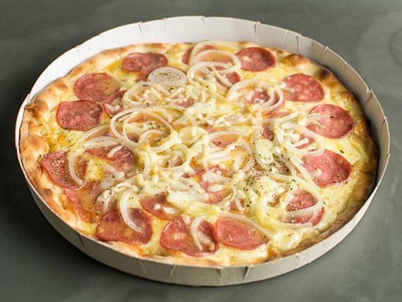 Pizza calabresa gigante