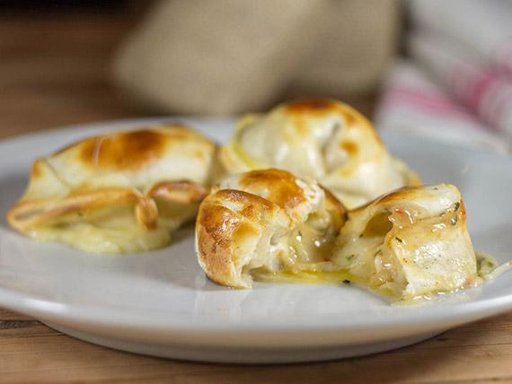 03 - Empanada de queso y cebolla