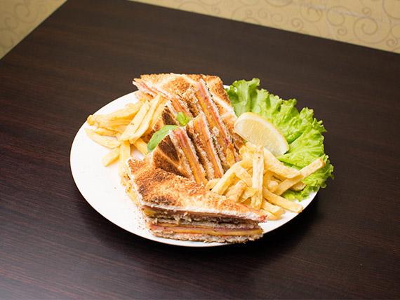 Sándwich carlitos común