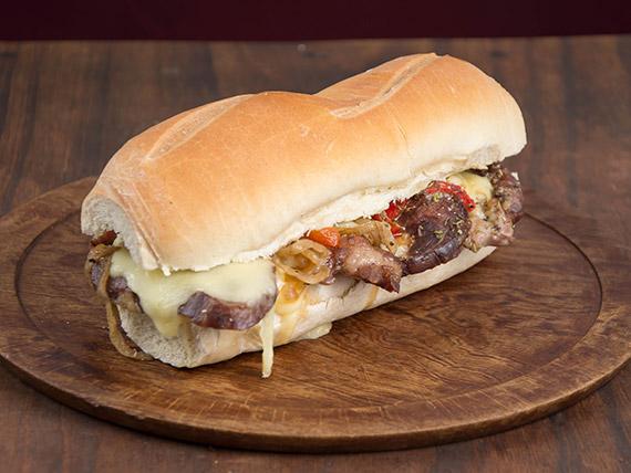 Sándwich de bondiola de criolla