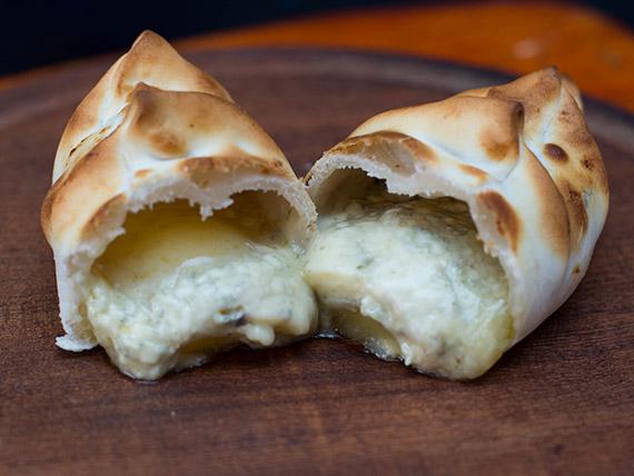 Empanada de roquefort con miel
