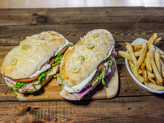 Promo 9 - 2 súper sándwiches de pollo con jamón, queso, huevo frito, lechuga y tomate + papas fritas