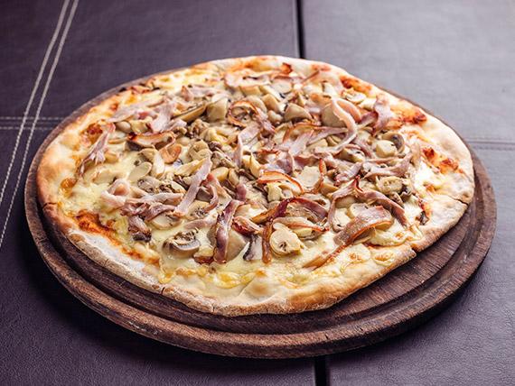 Pizza con champignon y panceta