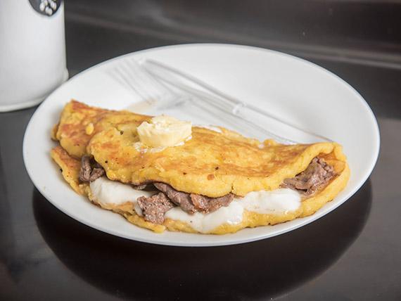 Cachapa especial  con carne y queso