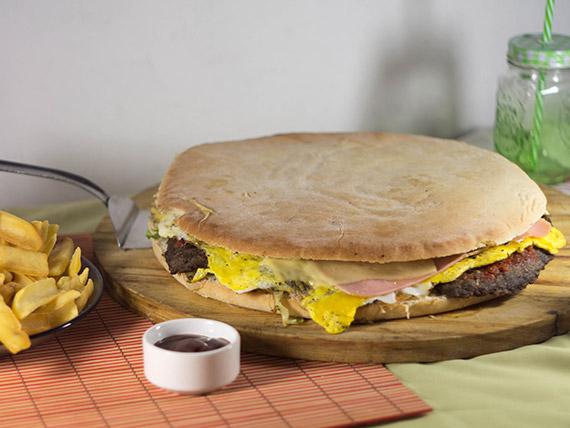 Promo 1 - Hamburguesa especial gigante + papas fritas (4 personas)