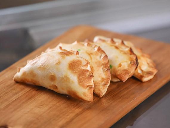 1 - Empanada de jamón y queso