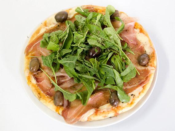Pizza con jamón crudo con rúcula