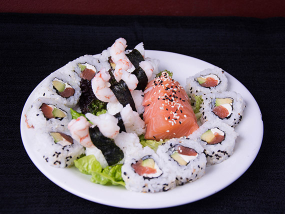 Promo 2 - New York Phila roll (10 piezas) + niguiris de langostinos (5 piezas) + sashimis (5 piezas)