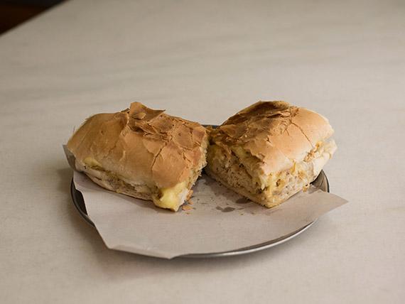 Sándwich caliente Menditeguy