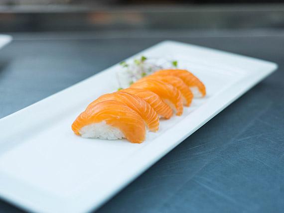 Nigiri salmón (4 unidades)