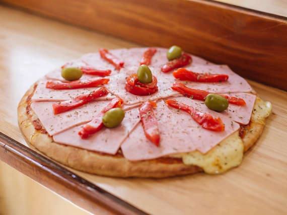 Pizza con jamón y morrones individual (4 porciones)