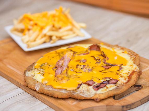 Milapizza con cheddar y bacon con papas fritas