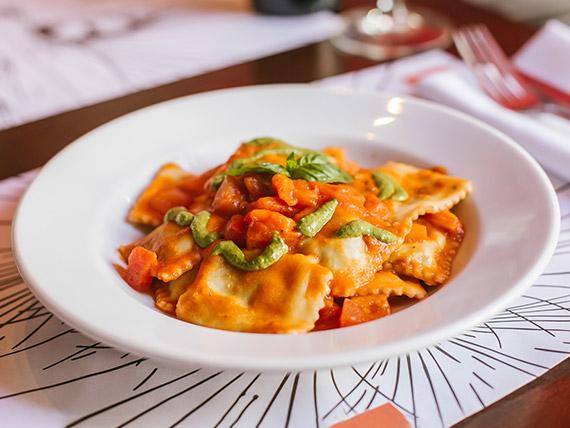 Ravioli formaggi e basilico