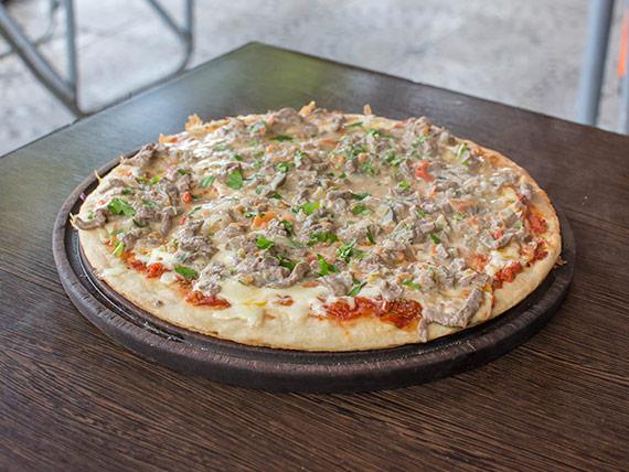 Pizza con carne salteada