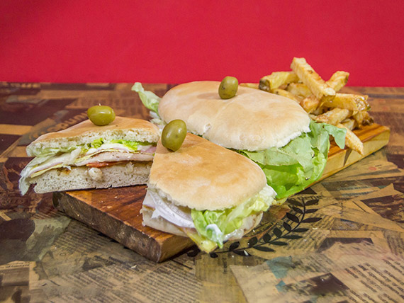 Promo 3 - 2 sándwiches de lomo de pollo especial con papas naturales