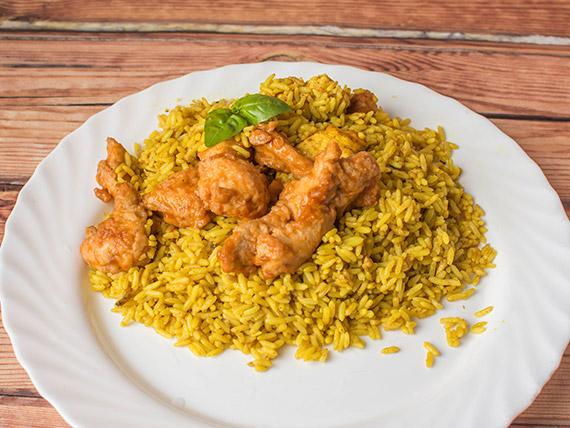 Arroz amarillo con pechugas de pollo