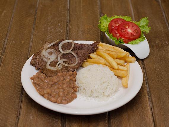 Prato de todos os dias tradicional - Bife de boi ou frango