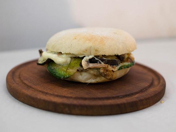 Sándwich vegetariano caliente