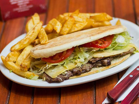 Promo - Lomo en pan árabe con queso + papas fritas